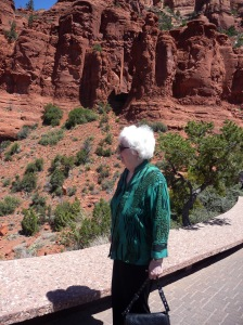 sedona_grandma_with_red_rocks