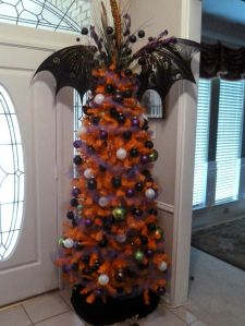 f04855b1c8fe94f4e9780667c48dac37--christmas-tree-toppers-halloween-christmas-tree